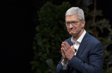 Apple Chief Executive Tim Cook gets $750m worth of shares